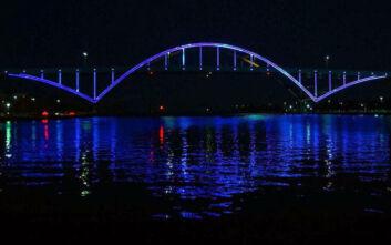 Αντετοκούνμπο: Φωταγωγήθηκε γέφυρα στο Μιλγουόκι προς τιμή του Γιάννη