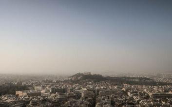 Καιρός: Κοκκίνισε η ατμόσφαιρα από την αφρικανική σκόνη - Σε ισχύ το έκτακτο δελτίο επιδείνωσης του καιρού