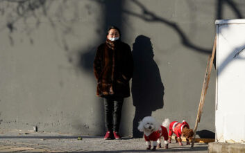 Ξανά σε συναγερμό η Κίνα για τον κορονοϊό: Σε καραντίνα δύο πόλεις κοντά στο Πεκίνο