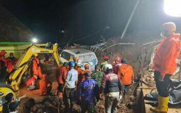 Ινδονησία: Τουλάχιστον 11 νεκροί και 18 τραυματίες έπειτα από κατολισθήσεις στη Δυτική Ιάβα
