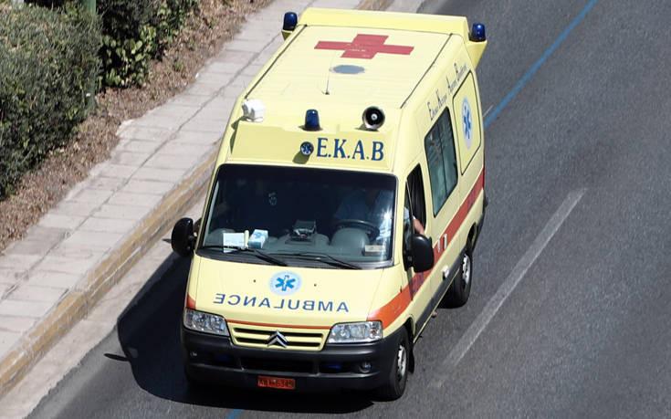 54χρονος βρέθηκε σφηνωμένος μεταξύ δύο οχημάτων