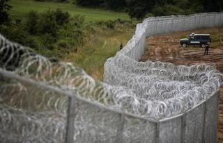 Πολωνία: Θα φτιάξει φράκτη 2,5 μέτρων στα σύνορα με τη Λευκορωσία