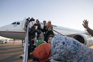 Μυτιλήνη: 116 πρόσφυγες αποχαιρέτησαν το νησί και έφυγαν για Ανόβερο