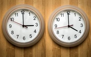 Αλλαγή ώρας 2021: Αύριο πάνε τα ρολόγια μία ώρα μπροστά