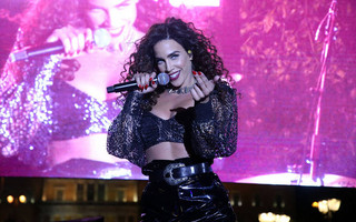 Κατερίνα Στικούδη: Ολόγυμνη στη μπανιέρα της μας ενημέρωσε για νέο άλμπουμ
