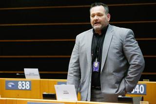 Συνελήφθη στο σπίτι του από άνδρες της Interpol ο ευρωβουλευτής Γιάννης Λαγός