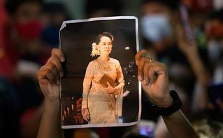 Σε κατ' οίκον περιορισμό η πρώην ηγέτιδα της Μιανμάρ: Το κόμμα της στηρίζει την πολιτική ανυπακοή