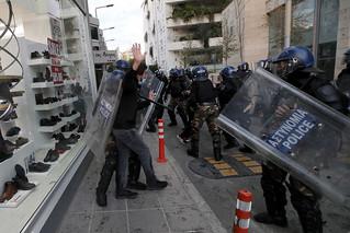 Λευκωσία: Ένταση και συλλήψεις σε πορεία διαμαρτυρίας για τα μέτρα κατά του κορονοϊού