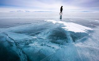 Η λίμνη στη Σιβηρία που πέντε μήνες το χρόνο είναι παγωμένη