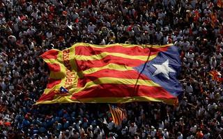 Ισπανία: Αυτονομιστικά κόμματα αναμένεται να επικρατήσουν στο περιφερειακό κοινοβούλιο της Καταλονίας