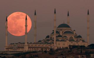 O Ερντογάν κάνει έκκληση στους Τούρκους: Θέλουμε χρυσό και συνάλλαγμα στις τράπεζες