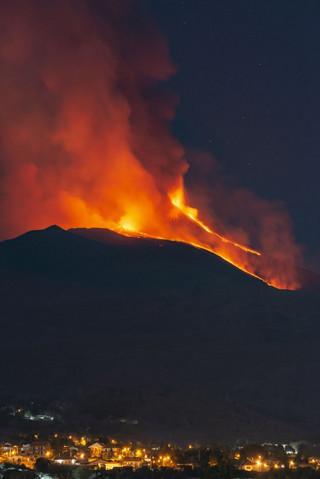 Αίτνα: Κόβουν την ανάσα οι εικόνες από τη νέα έκρηξη του γίγαντα της Σικελίας