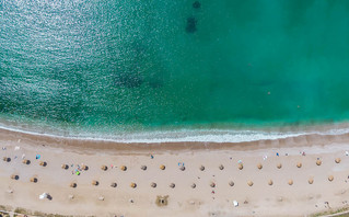 Daily Mail: Στην πράσινη λίστα η Ελλάδα για τους Βρετανούς τουρίστες από 19 Ιουλίου
