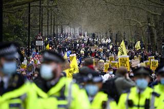 Βρετανία: Συνεχίζονται οι διαδηλώσεις κατά του νομοσχεδίου για τις κινητοποιήσεις