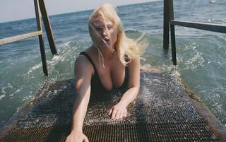 Χέιλι Χάσελχοφ: Η κόρη του «Μιτς Μπιουκάναν» ποζάρει ως plus size μοντέλο στο Playboy με την «έγκριση» του μπαμπά