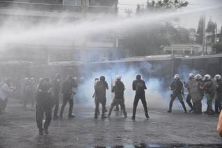Ένταση και χημικά έξω από την πρεσβεία του Ισραήλ – Δείτε φωτογραφίες