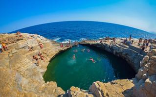 Γκιόλα, η φυσική πισίνα που πρωταγωνιστεί σε ένα από τα σποτ για τον ελληνικό τουρισμό