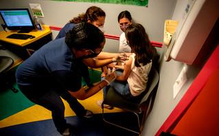 Οι χώρες του πλανήτη που έχουν εγκρίνει ή εξετάζουν τον εμβολιασμό των παιδιών