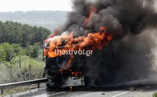 Εικόνες από νταλίκα που τυλίχθηκε στις φλόγες στην Εγνατία Οδό