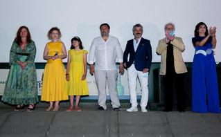 """Θερμή υποδοχή κι ένα μεγάλο χειροκρότημα για τους συντελεστές της ταινίας """"Ράφτης"""" στη χθεσινή πρεμιέρα"""