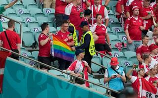 Euro 2020: Κατάσχεσαν σημαία των ΛΟΑΤΚΙ στο Δανία – Τσεχία