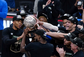 Πρόκρισης στους τελικούς του NBA για τους Μπακς και χωρίς Αντετοκούνμπο