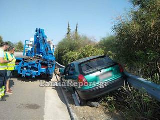 Φθιώτιδα: Σώθηκε από θαύμα 4μελής οικογένεια που έπεσε με το αυτοκίνητο στις μπάρες