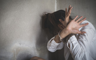 Τον εφιάλτη ζούσε γυναίκα στην Πάτρα: Tην κρατούσε αιχμάλωτη, τη χτυπούσε, την εξωθούσε στην πορνεία