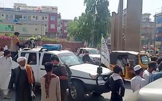Ταλιμπάν: Σκότωσαν γυναίκα την ίδια μέρα που δήλωσαν πως θα σεβαστούν τα δικαιώματα των γυναικών