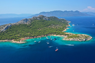 Αίγινα: Το ακατοίκητο νησάκι με τις ονειρικές παραλίες