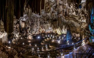 Ο εντυπωσιακός διάκοσμος στο σπήλαιο Μελιδόνι στο Ρέθυμνο