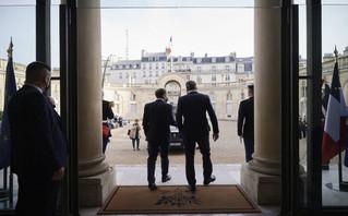 Μητσοτάκης και Μακρόν μετά την υπογραφή της αμυντικής συμφωνίας Ελλάδας και Γαλλίας