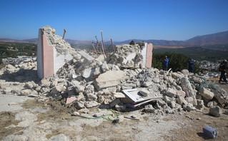 Πυροσβέστες στον σεισμό στη Κρήτη