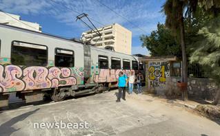 Κάτω Πατήσια: Σύγκρουση τρένου του προαστιακού με αυτοκίνητο (pics)   treno1