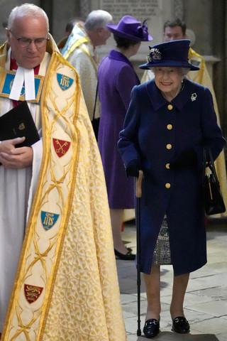 Η Βασίλισσα Ελισάβετ με μπαστούνι