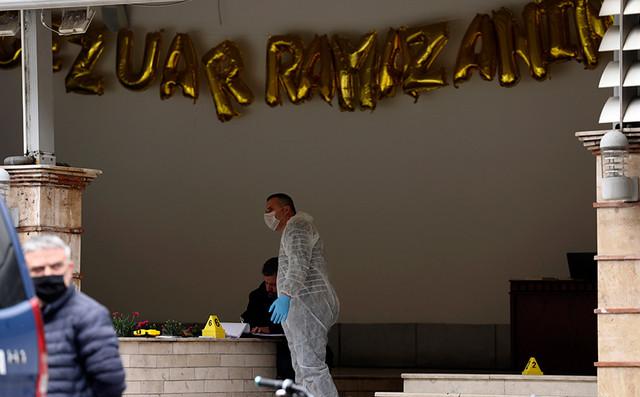 Αιματηρή επίθεση με μαχαίρι σε τέμενος στα Τίρανα – Πέντε τραυματίες